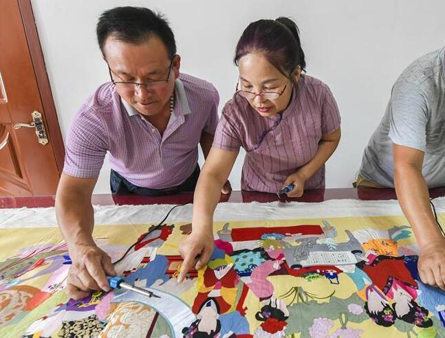 河北景縣:傳統布雕畫