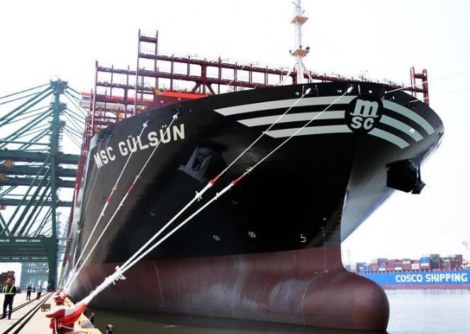 """世界載箱量最大集裝箱船""""地中海古爾松""""輪在天津港首航"""