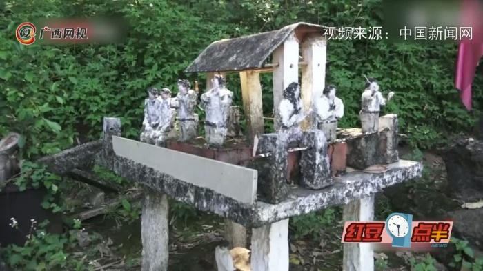 """廣西八旬老人耗時18年建水泥""""戲園"""""""