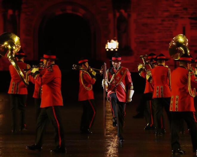 古堡前的爱丁堡国际军乐节