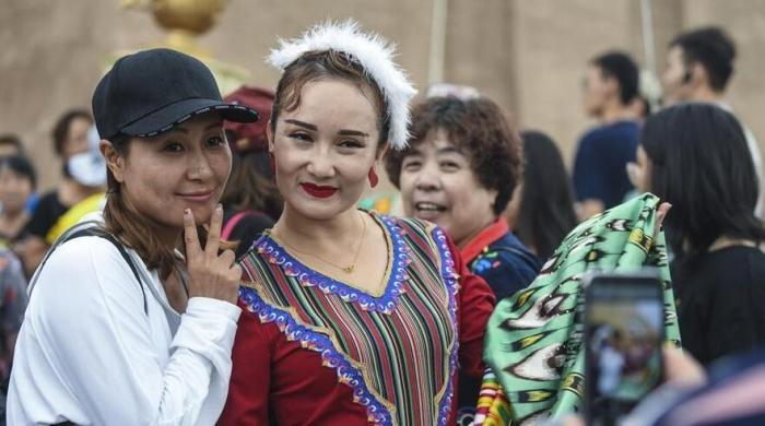 新疆喀什:旅游旺季引客来