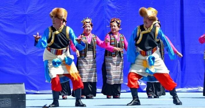 西藏山南市举办首届群众才艺展演