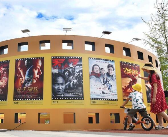 青岛举行国产优秀电影海报展