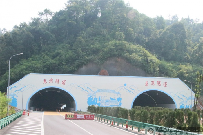 贺巴高速(钟昭段)9月底通车 记者探访建设现场