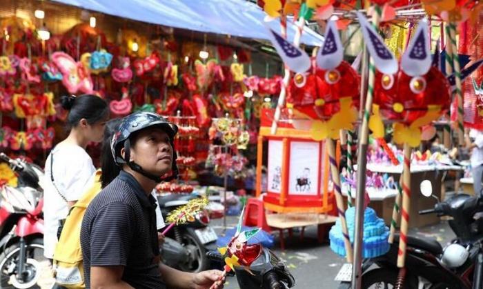 越南首都街头中秋氛围浓