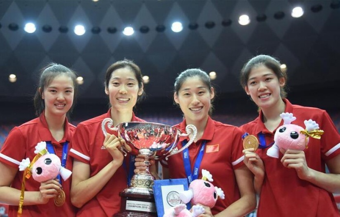 女排世界杯:中国队捧杯