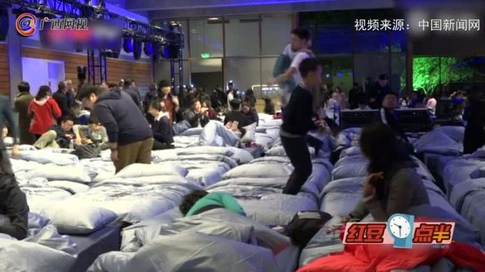 八小时睡眠音乐会在长城脚下上演