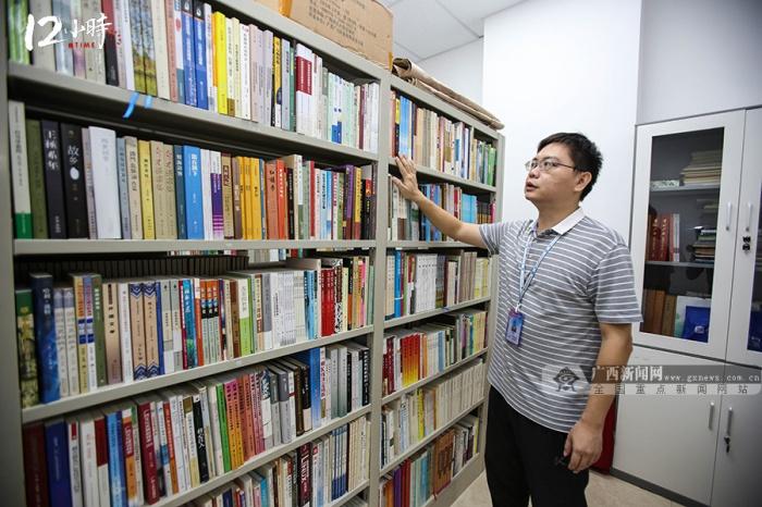 【12小時】1天至少要打2小時電話跑N個點,圖書館先鋒兵10年征集文獻8萬余冊
