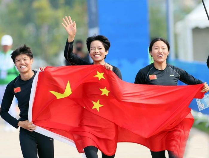 军事五项——女子障碍跑接力:中国队夺冠