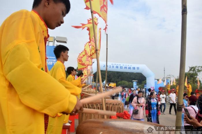 2019年钦州蚝情节激情开幕  2万人齐享大蚝盛宴