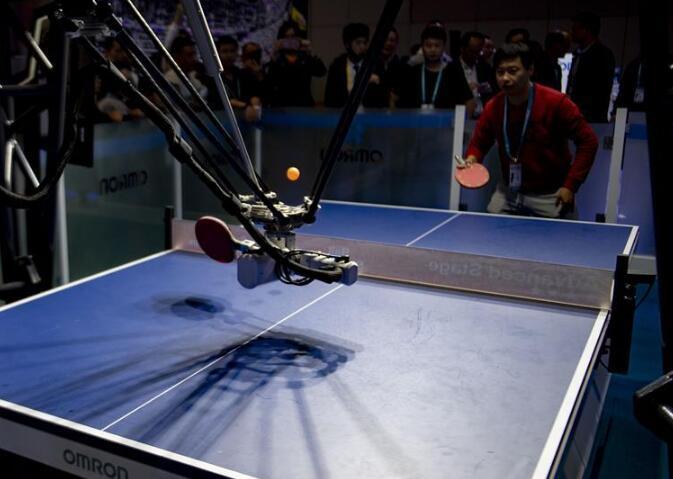 会削球的乒乓球机器人
