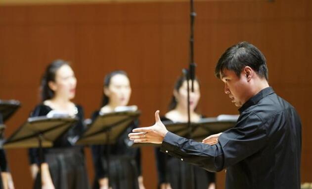 """""""金色之光""""外国合唱经典音乐会举行"""