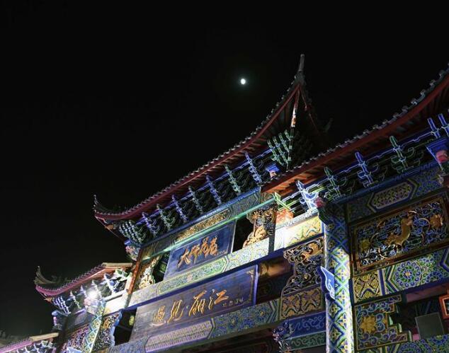 云南丽江:古城夜游人气旺