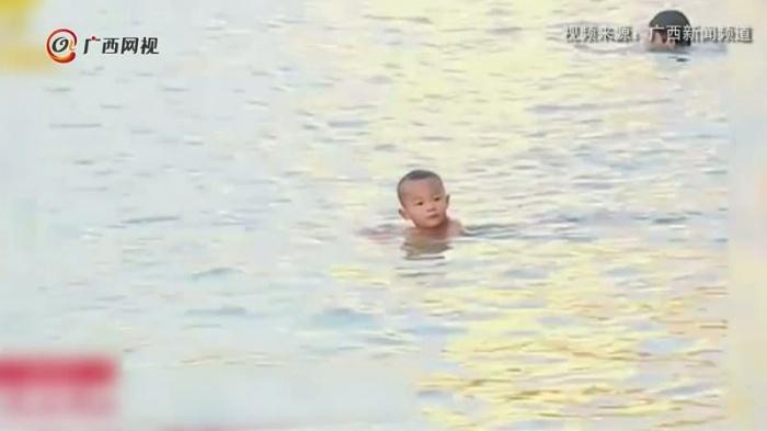 可爱!3岁萌娃冬游邕江
