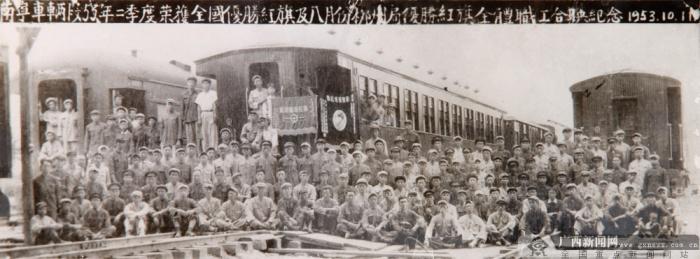 """芳华岁月里见证""""大时代""""――广西第一代女火车乘务员"""