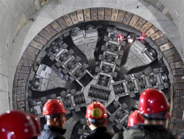 我国穿越海底距离最长地铁隧道贯通