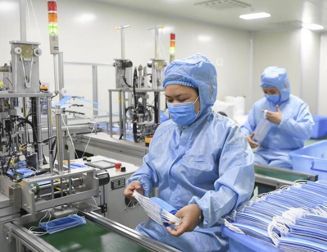重庆:赶制口罩为防控提供保障