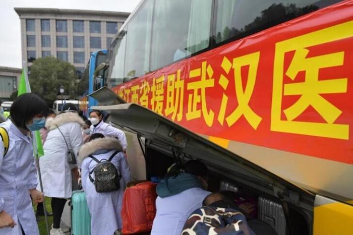 江西省第一批援助武汉医疗队启程出发