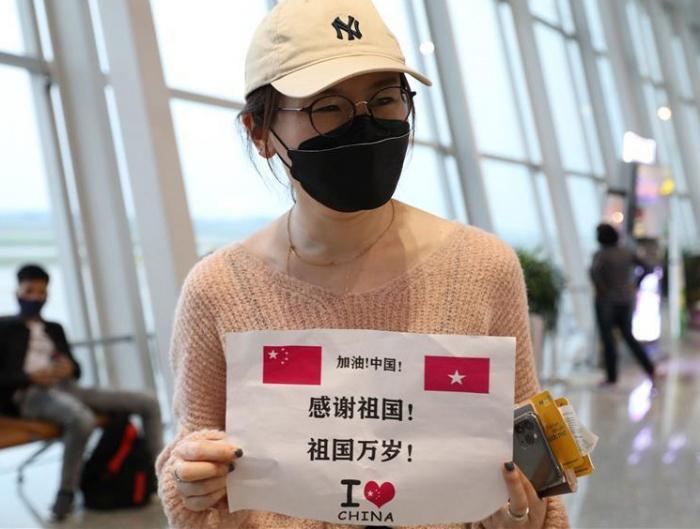 综述:中越携手安排滞留中国公民回家