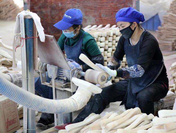 广西融水:粤桂扶贫工厂复工