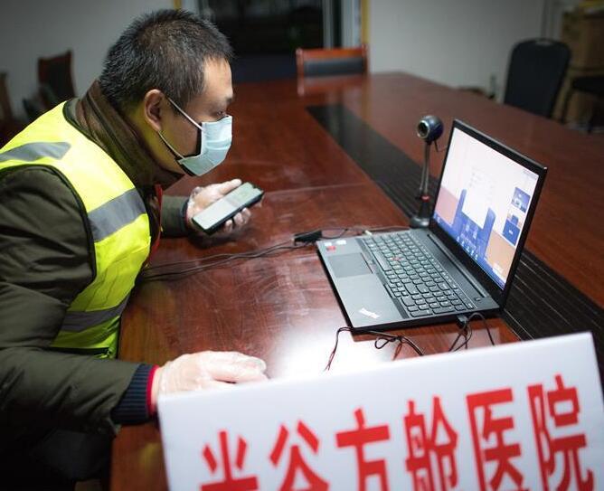 """武汉:5G技术助力战""""疫"""""""