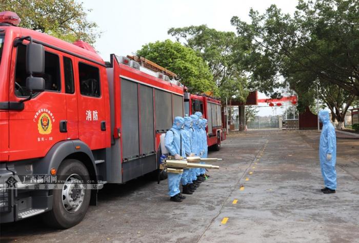 东兴消防对辖区学校开展清洁消杀 护航学校开学