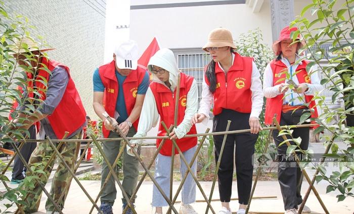 贵港市港南区:回乡干部又学习来又劳动