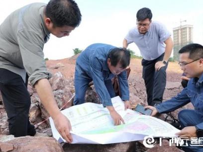 组图:防城港东兴惊现侏罗纪时期恐龙骨骼化石