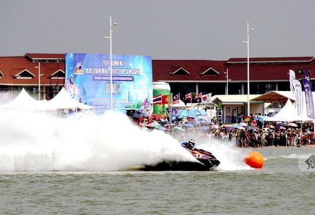 高清:钦州蚝情节开幕 水上飞表演激情四射