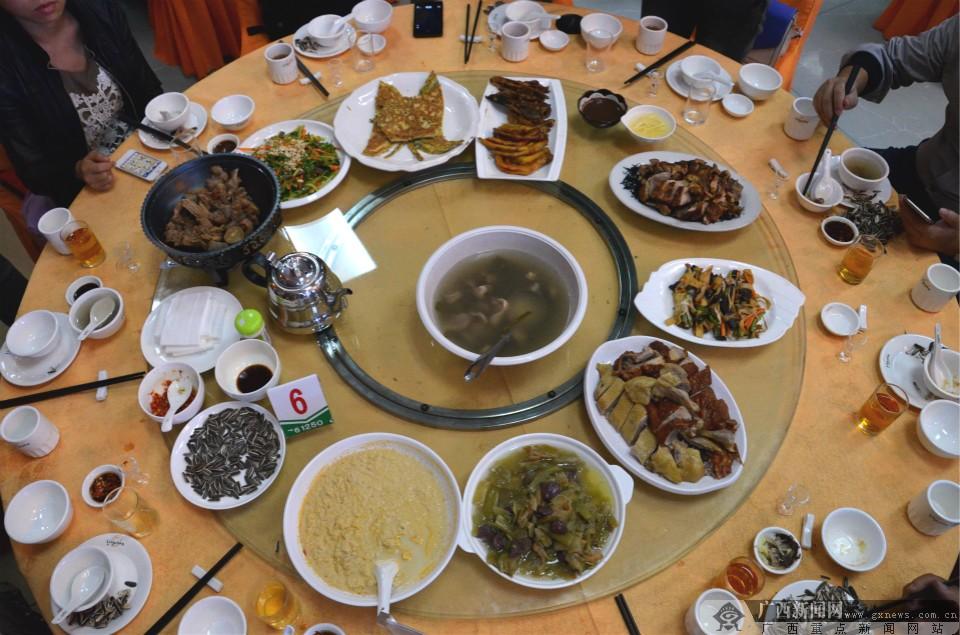 凌云全鸭宴:品味舌尖上跳跃的鸭滋味