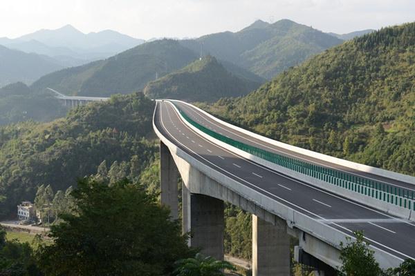 广西靖西至那坡高速公路路面B标