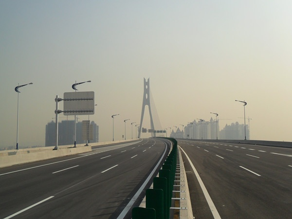 广东东沙至新联高速路面工程LM1标
