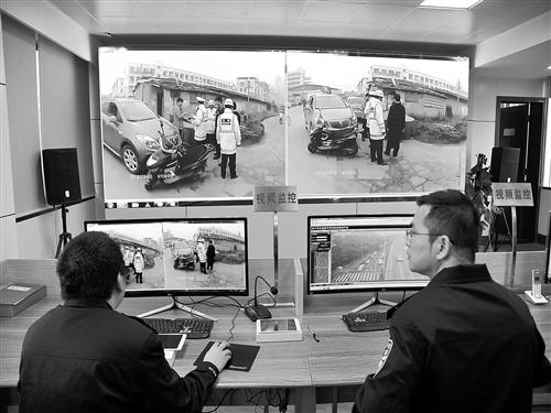 """南宁交警利用""""互联网+""""实现智能化指挥调度"""