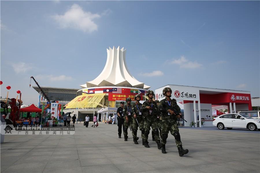高清:护卫东博会 武警广西总队官兵擎起安全屏障