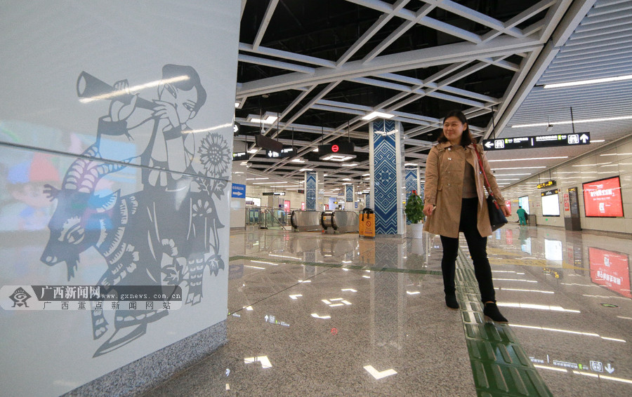 """高清:南宁地铁1号线全线开通在即 记者""""先乘为快"""""""