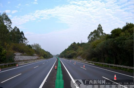桂林绕城高速公路(灵川至僚田段)顺利通过验收