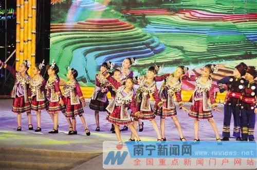 民歌湖周周演专场晚会赛歌圩 唱响世居民族新民歌