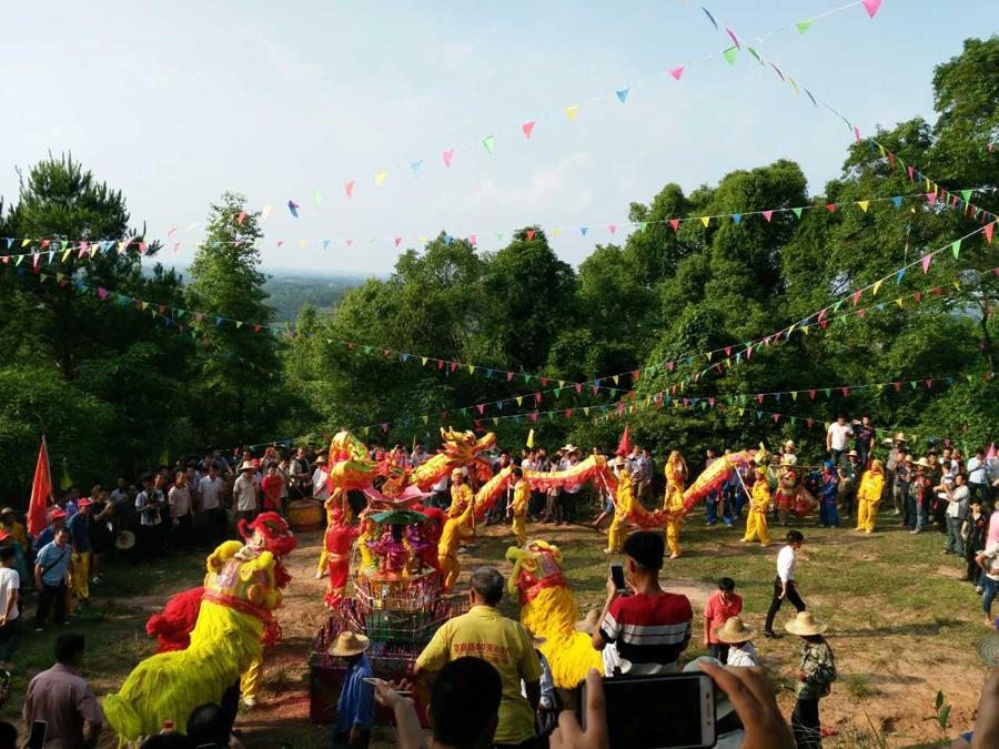 邕宁区:万人齐赴民俗盛会 欢歌笑语过端午佳节