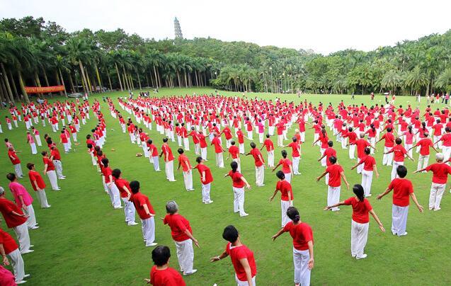 广西体育节主会场:千人同练八段锦成功吸睛