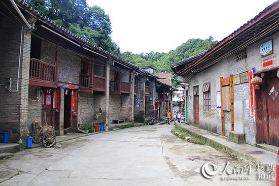 """金秀:游""""拉珈部落""""六段村 品瑶山人家千亩茶"""
