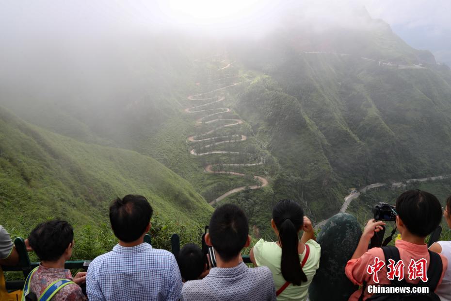 """贵州晴隆""""二十四道拐""""中国汽车拉力赛开赛"""
