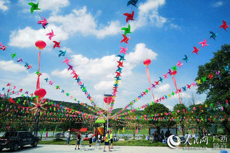 广西兴安昔日贫困村 今举办首届风车文化节