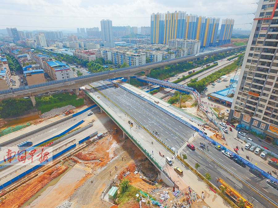 10月1日焦点图:南宁各大客运站人头涌动