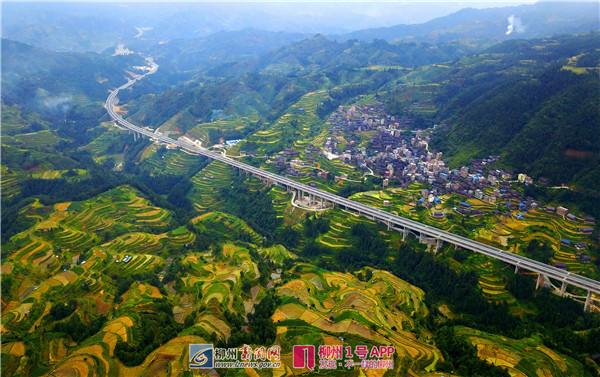 10月26日焦点图:桂三高速正式通车 收费标准出炉