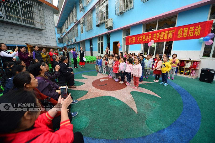 龙胜:孩子敬老感恩 老人喜迎重阳节(组图)