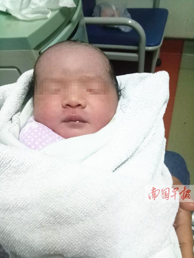 11月24日焦点图:生命奇迹!袖珍妈妈冒险剖宫诞下女婴