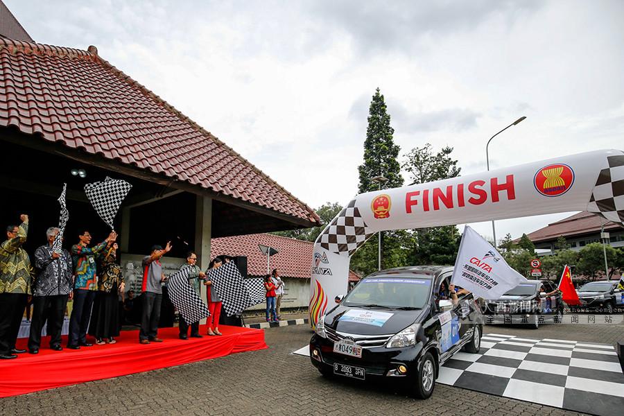 高清图集:2017中国―东盟汽车拉力赛在雅加达收车