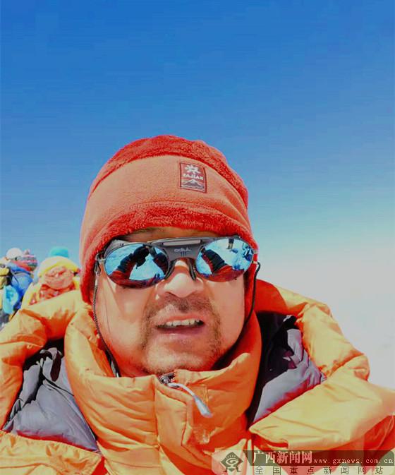 广西登山健将刘政成功登顶南美洲最高峰