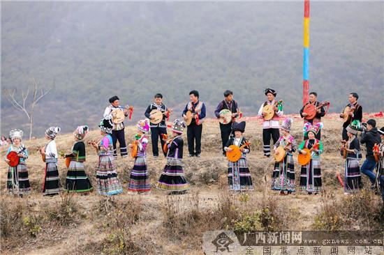 隆林苗族跳坡节 各族同乐满山坡
