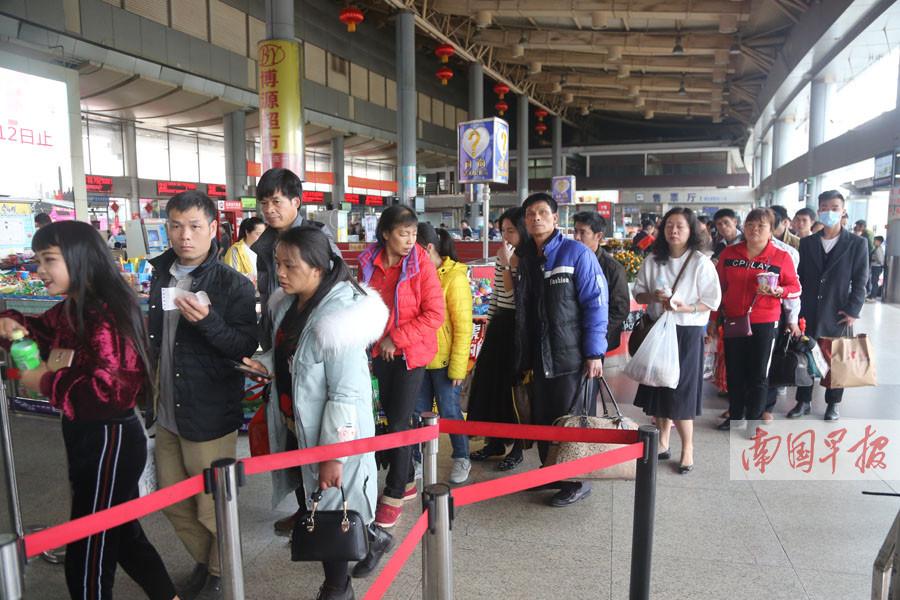 元宵节后将迎学生返程高峰 建议提前到站取票安检